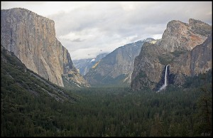 "Yosemite Valley at sunrise <div xmlns:cc=""http://creativecommons.org/ns#"" about=""http://www.flickr.com/photos/rickz/3492549497/""><a rel=""cc:attributionURL"" href="