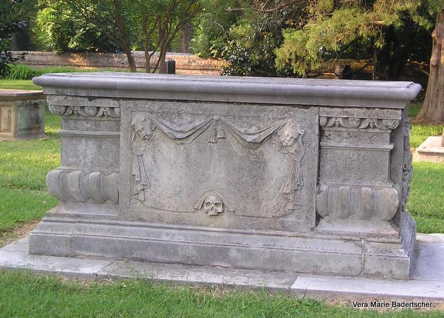 Williamsburg graveyard