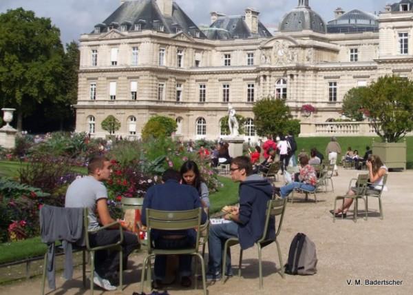 Students eating McDonald's in Luxembourg Garden