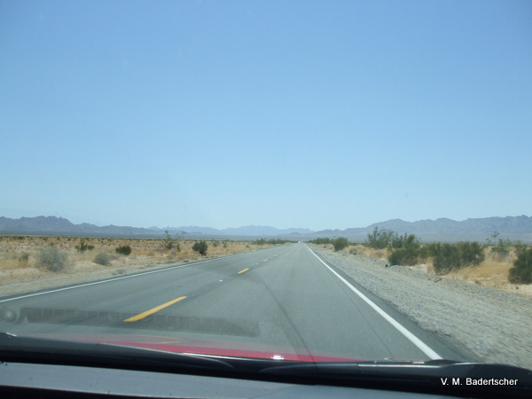 Travel Photo of the road from Arizona into California