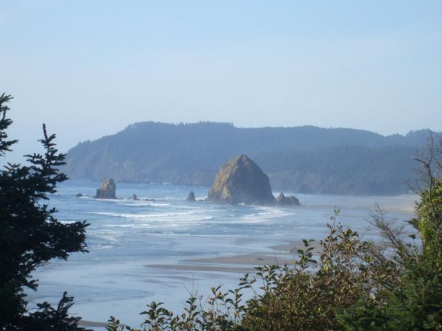 Oregon Hotel Guide Haystack Rock, Cannon Beach OR