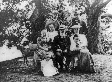 Sigrid Macrae's father's family